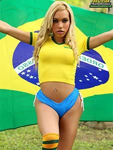 Brésilienne Sheylla Wandergirlt nichons ballons